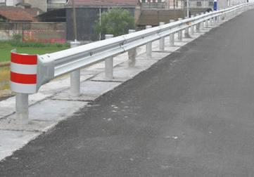 4米间距波形梁钢护栏
